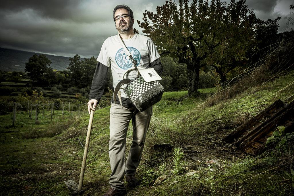 Retrato fotográfico del poeta Ángel Calle realizado por el fotógrafo Demian Ortiz en el festival de poesía Voces del Extremo Valle del Jerte 2018.