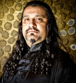 Fotografía de retrato editorial de José Andrëa para la promoción del disco de la nueva formación del ex-cantante de Mago de Oz, José Andrëa y Los Uróboros.