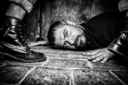 Perdidos. Un lugar para encontrar | Retrato fotográfico en blanco y negro del poeta y slammer Dyso para el libro de fotografía