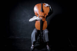 Vociferio | Retrato editorial de la violoncelista Deborah Walker en Vociferio.