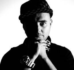 Fotografía de retrato editorial del rapero de Madrid Pimps, el mc madrileño Trad Montana.