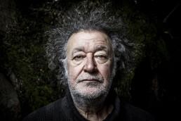 Voces del Extremo   Fotografía de retrato editorial del poeta y artista Dionisio Cañas.
