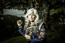 Lastura Ed.   Fotografía de retrato editorial de la poeta Montserrat Villar González para la promoción del libro Sumergir el Sueño.