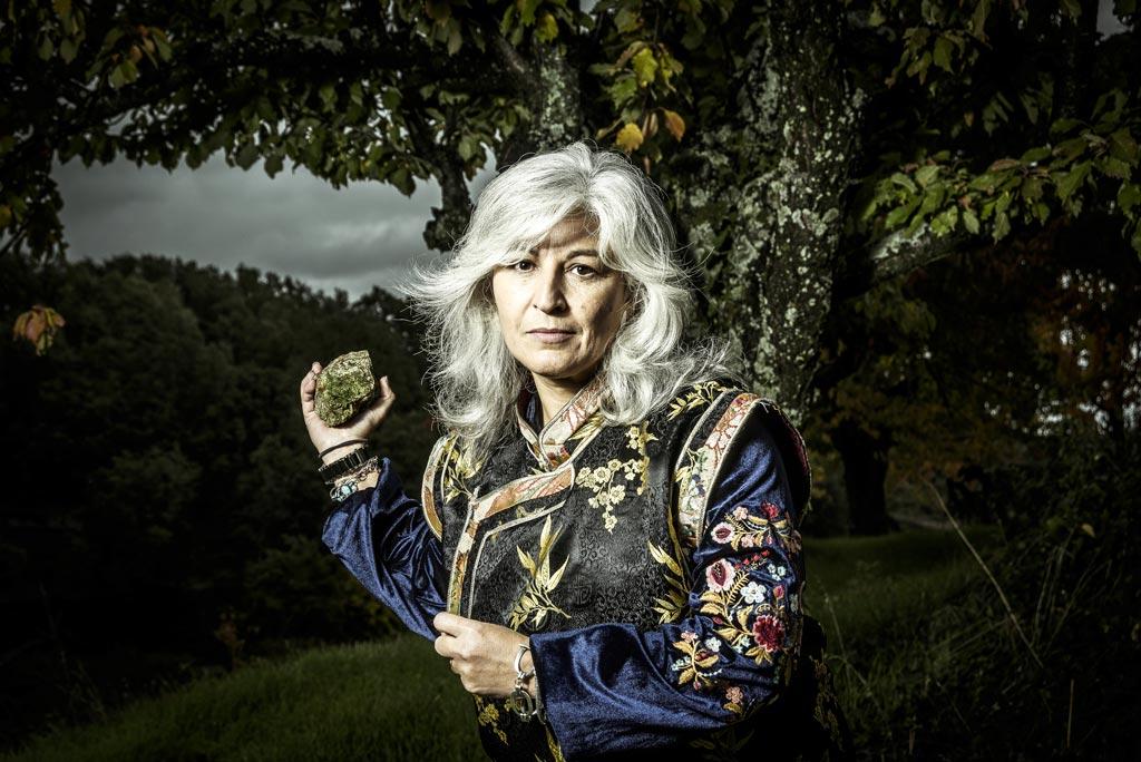 Lastura Ed. | Fotografía de retrato editorial de la poeta Montserrat Villar González para la promoción del libro Sumergir el Sueño.